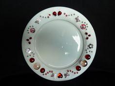 Keramik-Teller weiß glasiert & liebevoll verziert.   *Kann von Hand gespült werden!*  Schön als Deko-Teller für Kerzen, Gebäck, Obst, Nüsse, Bl...