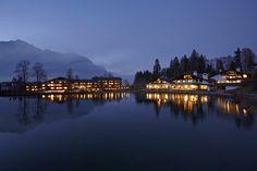 Riessersee Hotel Resort, Garmisch-Partenkirchen, weihnachtlich beleuchtet - http://www.riessersee.com/