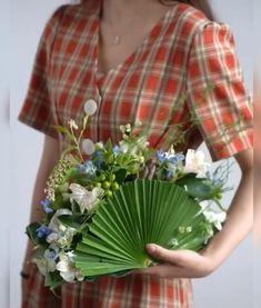 Flower Box Gift, Flower Boxes, Diy Flowers, Creative Flower Arrangements, Floral Arrangements, Diy Wedding Decorations, Flower Decorations, Decoration Evenementielle, Diy Bouquet