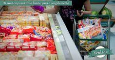 Há um tempo máximo, limite, para o congelamento.VERDADE: os alimentos podem permanecer no freezer doméstico entre um a 12 meses, dependendo do produto, sem que percam qualidade. Os rótulos, em geral, trazem o tempo máximo de congelamento, e isso deve ser respeitado