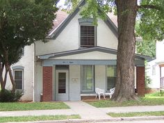 I soooo want to visit the most haunted house in America...The Sallie House- Atchison, Kansas. -KP