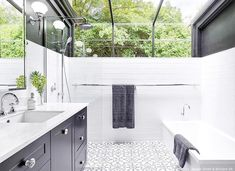 Just look at all the natural light and beautiful nature scene in this amazing bathroom💚. It would almost feel like an outdoor shower with those windows!😍. Via @houzzau Project: Jordan Smith & @brilliant_sa Photo: @phil.handforth . . . #bathroom #bathroomdecor #bathroomdesign #bathroomremodel #bathroomwindow #bathroomwithaview #bathroomtiles #interiordesign #interiorstyle #interiorinspo #homedetails #homedesing #houseinspo #housedesign #blackandwhite #shower #showerdesign #shower