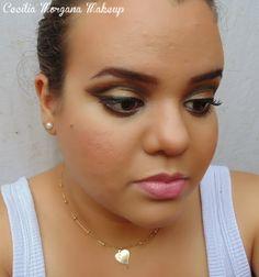 """Maquiagem com """"Côncavo flutuante"""" (floating crease). Sombras: dourado antigo, esfumado marrom/preto"""
