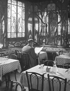 'Le Chartier du Quartier Latin' by Andre Kertesz, Andre Kertesz, Paris 1900, Old Paris, Vintage Paris, Vintage Black, Paris France, Street Photography, Art Photography, Instagram Photography