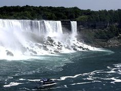 Niagara Falls - 100 Places to Visit in Canada This Summer     http://hikebiketravel.com/25203/100-places-visit-canada-summer