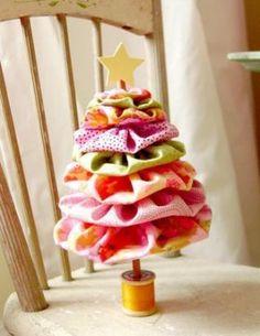 Lief klein kerstboompje van stof