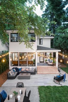 [homes] Front Yard Pictures From HGTV Urban Oasis 2019 Diy home decor Front HGTV homes House interior oasis Pictures Urban yard Dream Home Design, My Dream Home, Small House Design, Casas The Sims 4, Dream House Exterior, House Exterior Design, Beach Bungalow Exterior, Home Styles Exterior, Exterior Houses