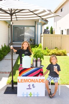 Ideas for getting your kids involved in your next summer lemonade stand. Sharing a large batch recipe and free printable decorations! #ad #CheekyLemonade