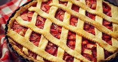 Az epres pite sokkal finomabb lesz, ha nem pudingot használsz, hanem a vaníliás krémet is saját magad készíted el. Strawberry Cakes, Gordon Ramsay, Minion, Apple Pie, Waffles, Breakfast, Recipes, Food, Morning Coffee
