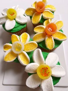 OUR DANDY DAFFODIL CUPCAKES!!