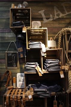 1841 pop- up shop Antwerp. Aren't you drawn in and curious when you see display like this? PopUpRepublic.com