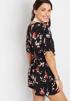 Black Floral V Neck Romper Summer Outfits Women, Summer Wardrobe, Fitness Models, Cold Shoulder Dress, Rompers, V Neck, My Style, Floral, Cancun