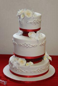 Beautiful for Celtic themed wedding cake. Love!  Honey Crumb Cake Studio: Design Consultations and Celtic Knotwork Cake