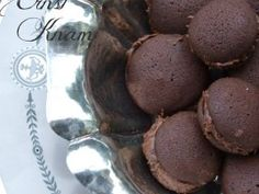 Baci al cacao di E. Knam Italian Cookie Recipes, Italian Cookies, Italian Desserts, Mini Desserts, Plated Desserts, Dessert Recipes, Macaron, Cookie Bars, My Favorite Food