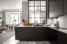 Big window in the kitchen. my scandinavian home: Shades of grey in a small living space Home Decor Kitchen, New Kitchen, Kitchen Dining, Kitchen Cabinets, Black Cabinets, Spanish Kitchen, Space Kitchen, Kitchen Black, Room Kitchen