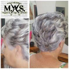 Mechas Bicolor (platinas y marrones) sobre cabello con canas.   #Haircolors #hairoftheday #picoftheday #pictureoftheday #helfie #colorist #colorista #highlights #reflejos #Hair #Cabello #Instahair #HairFashion #peluquería #salon #Hairdresser #M.A.S. #beautyhair #BeautySalon #Salondebelleza #Fuengirola #HairStyle #HairStylist #estilistas #hairstyleideas #stylist #hairdesigned #coolhair #peluqueriamas @peluqueriamas