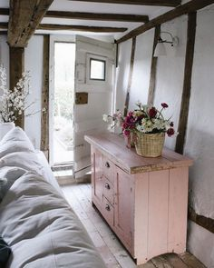The Best Shabby Chic Furniture Interior Design Ideas Cottage Shabby Chic, Shabby Chic Interiors, Shabby Chic Homes, Shabby Chic Furniture, Cottage Style, Romantic Cottage, Cozy Cottage, Farmhouse Style, Painted Furniture