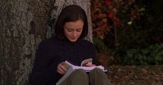 """""""I live in two worlds, one is a world of books."""" Rory Gilmore reads continuously on the T.V Show Gilmore Girls, here is the official Lovers Day, Book Lovers, Gilmore Girls Fashion, Glimore Girls, Life Changing Books, Alexis Bledel, 12th Book, Girl Reading, Reading Challenge"""