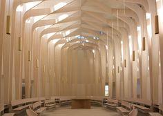 イギリスはロンドンの建築設計事務所Niall McLaughlin Architects によるオックスフォード近郊の司教エドワードキング教会が完成しました。