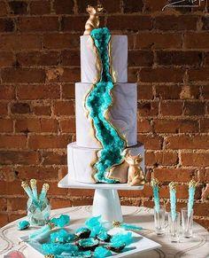 ウェディングケーキの最旬トレンド♡ 海外で話題の「水晶ケーキ」とは?|MERY [メリー]