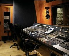 Whether music is a hobby or you're house hunting for Dr. Dre, an in-home recording studio is an awesome feature for a home to have We scoured Estately's real estate listings across America to find ...