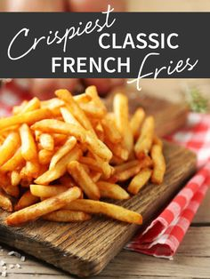Jamie makes these fries with musical artist Matisyahu and his kids. There are a few secrets to getting a crispy, classic restaurant-style fry: choosing the Deep Fried French Fries, Making French Fries, French Fries Recipe, Homemade French Fries, Best Fries Recipe, Perfect French Fries, Best French Fries, Kitchen Recipes, Snacks
