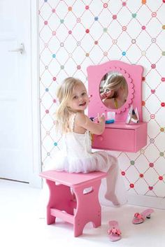 DIY little girls vanity :)