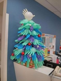 Медицинский креатив http://artlabirint.ru/medicinskij-kreativ/  Декорации из подручных средств, доказывающих, что медработники — самые креативные люди в мире! {{AutoHashTags}}