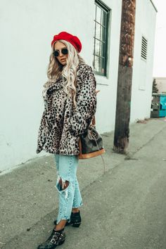 Faux Fur, Mom Jeans & Red Beret | Outfit | Feel Wunderbar | Fashion & Lifestyle Blog