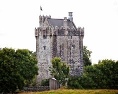 Affordable castle stays for your medieval fantasies. Medieval Fortress, Medieval Castle, Medieval Fantasy, St Briavels, Stay In A Castle, Old Irish, Castles In England, Disney Fairies, Most Haunted