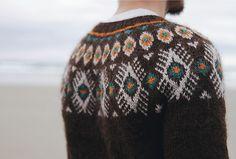 Flugeldar pattern and knitting by Kiyomi Burgin in Ístex Létt-Lopi