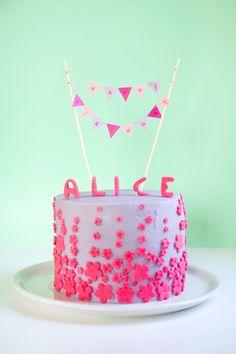 Mini bunting birthday cake - La tana dei dolci