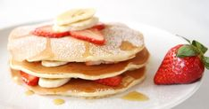 I don't even like pancakes but I would eat this! Brunch Recipes, Breakfast Recipes, Dessert Recipes, Desserts, Banana Crepes, Strawberry Pancakes, Strawberry Banana, Best Pancake Recipe, American Pancakes