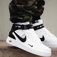 New sneakers nike outfit fashion jordan shoes Ideas Cute Sneakers, New Sneakers, Sneakers Fashion, Nike Fashion, Sport Fashion, Fashion Outfits, Nike Outfits For Men, Outfits With Jordans, Cute Sneaker Outfits