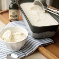 Vanille-ijs - basisrecept - Dille & Kamille | Ontdek onze nieuwe paascollectie Ice Ice Baby, Dessert Drinks, Ice Cream Recipes, Sorbet, Creme, Deserts, Food And Drink, Snacks, Cookies