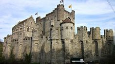 Gravensteen Castle in Ghent houses a Museum of Arms and a Museum of Judicial Objects, a.k.a. torture tools. Come, have a look inside with me!