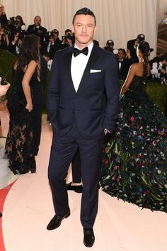 Vogue - Met Gala 2016: Fashion - Live from the Red Carpet - Luke Evans