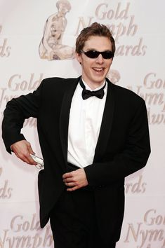Who was cool enough to wear sunglasses on the red carpet. | 17 Delightful Pictures Of Benedict Cumberbatch As A Young Man