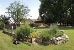 Im Gastgarten der Gastwirtschaft Neunläuf könnt ihr eure Kinder auf der großen Spielwiese herumtollen lassen. Plants, Garden, Kids, Garten, Planters, Gardening, Outdoor, Home Landscaping, Plant