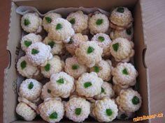 NAFUKOVACÍ BÁBOVIČKY250 g kokosu, 250 g ml. cukru, 125 g hery nebo másla, špetka prášku do pečiva.