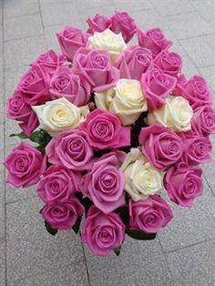 Kytice z růžových růží Aqua a bílých růží
