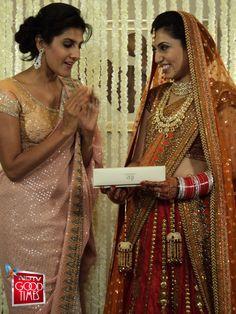 Maanya happily recieving gift from Ambika Anand.
