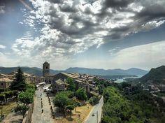 L'Ainsa #sinfiltros - Pirineo Aragonés. #pirineos #wanderlust #ainsa #aragon #ordesa #sobrarbe #sky #cielo #landscape #paisaje #pueblo #village #road #carretera #viaje #viajar #travel #traveling #españa #spain