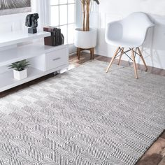 Add a chic geometric modern feel to your living space with this soft nuLOOM Handmade Concentric Diamond Trellis Wool/ Cotton Rug. Check out more color options and sizes too! Area Rugs For Sale, Rugs Usa, Contemporary Rugs, Modern Rugs, Handmade Home Decor, Online Home Decor Stores, Online Shopping, Wool Area Rugs, Wool Rugs