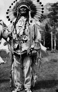 Teddy Yellow Fly near Banff, Alberta - Blackfoot (Siksika) - circa 1948 Native American Dress, Native American Regalia, Native American Photos, Native American History, Blackfoot Indian, Indian Tribes, Native Indian, Walk In The Spirit, Banff Alberta