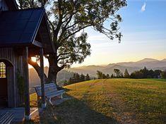 Rucksack packen, Stiefel schnüren – und Kühen ausweichen! Wir haben die schönsten Routen und Ziele für's Wandern in NÖ zusammengefasst! Austria, Mountains, Nature, Travel, Travel Inspiration, Hiking, Boots, Vacations, Viajes