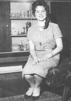 {*Young Priscilla Presley, when she 1st met Elvis, no wonder she smiling lucky Girl*}