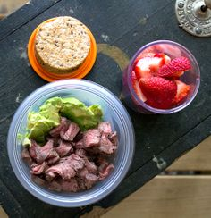 Easy lunch box ideas: bison steak with avocado, multigrain crackers and strawberries. http://www.LunchBoxBlues.com