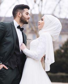 837 people liked hijabi.lovers's post on Insta …- 837 people liked hijabi. Muslimah Wedding Dress, Muslim Wedding Dresses, Disney Wedding Dresses, Muslim Brides, Wedding Hijab, Dress Muslimah, Cute Muslim Couples, Wedding Couple Poses Photography, Muslim Women Fashion