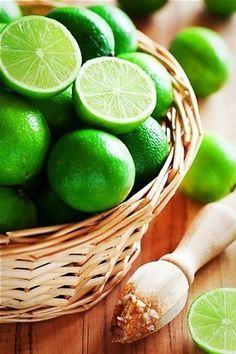 Лайм - восточный цитрус Лайм – это вовсе не гибрид лимона, как думают многие – он такой же представитель цитрусовых, как его собратья: апельсины, мандарины и т.д. К тому же ряд учёных считает,...